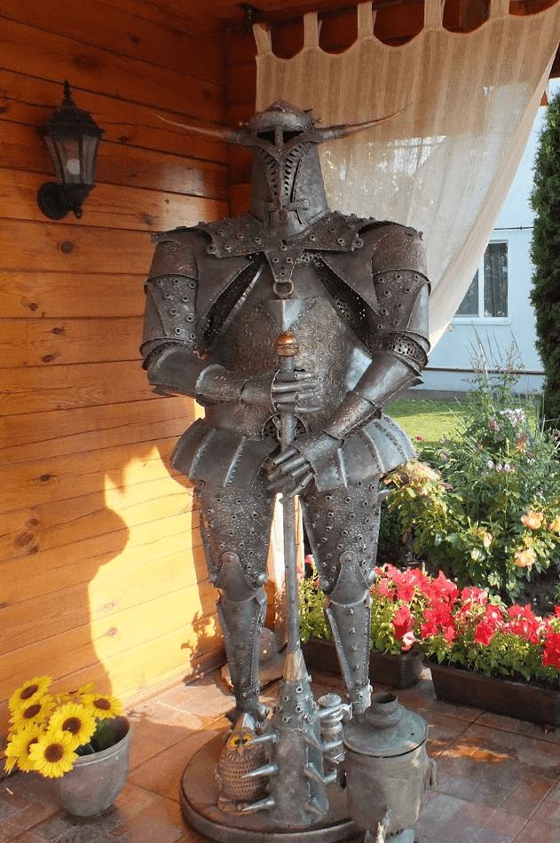 Снять Усадьбу Светлазара на сутки с кованным рыцарем